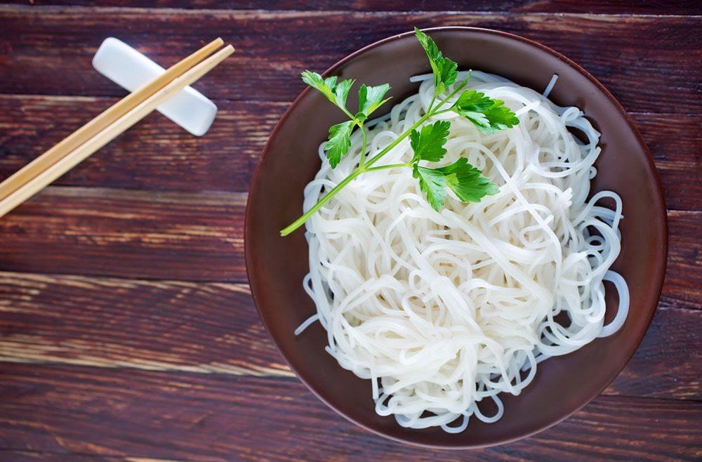 Jela s rižinim rezancima – Kako kuhati rižine rezance?